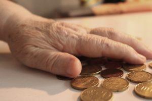 Когда выходят на пенсию в других странах
