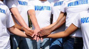 Многие сегодня хотят стать волонтерами