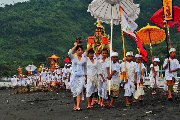 Новый год на Бали называется Ниепи