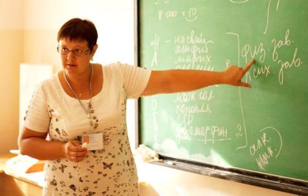 Официально трудоустройство разрешено в русских садах и школах