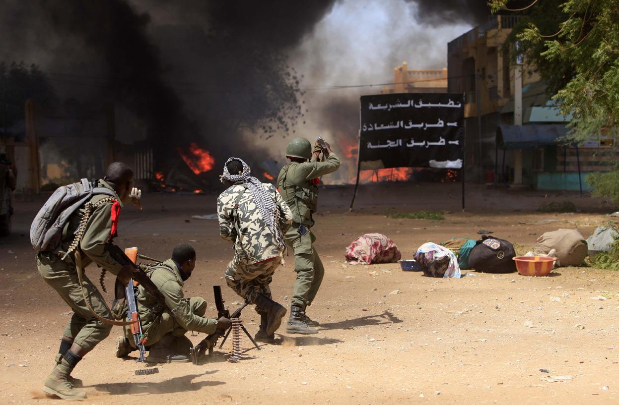 команда, которой фото военных конфликтов которому