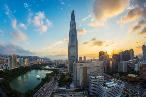 Сеул – деловой и культурный центр Южной Кореи, в котором над буддистскими храмами возвышаются небоскребы