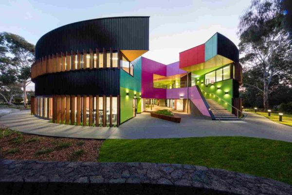Современная система обучения делает школы Австралии престижными