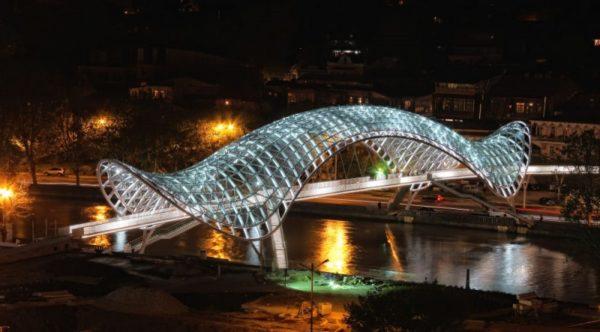 Стеклянный мост Мира
