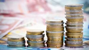 Сумма налогов составляет не менее 24% от зарплаты
