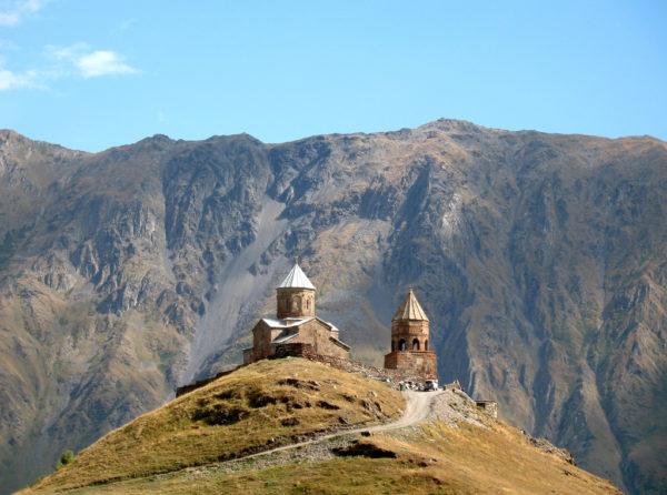 Церковь Святой Троицы и вершина Казбека