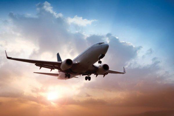 В Исландию можно добраться на самолете