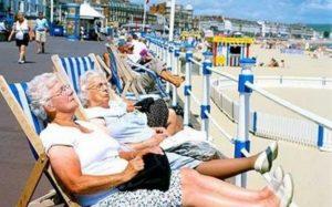 В Италии пенсия составляет 65% от зарплаты, которая в среднем равна 2,3 тысячам евро
