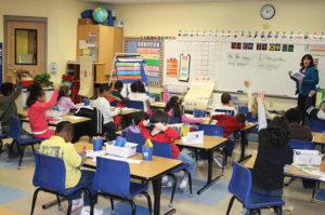 В начальной школе уроки проходят без учебников