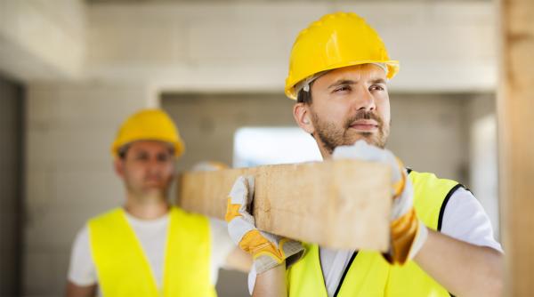 В остром дефиците строители и разнорабочие, прорабы, бригадиры
