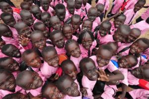 Волонтерские программы организовывают, чтобы помочь нуждающимся