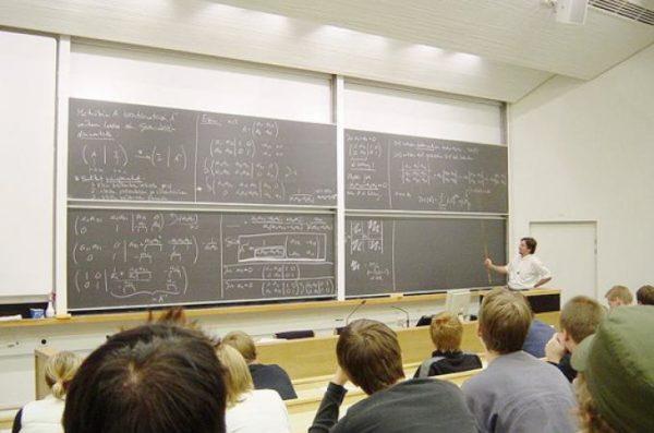 Диплом лицената дает право заниматься преподавательской и исследовательской деятельностью