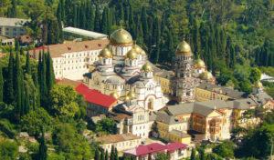 Новоафонский монастырский комплекс включает в себя 6 храмов