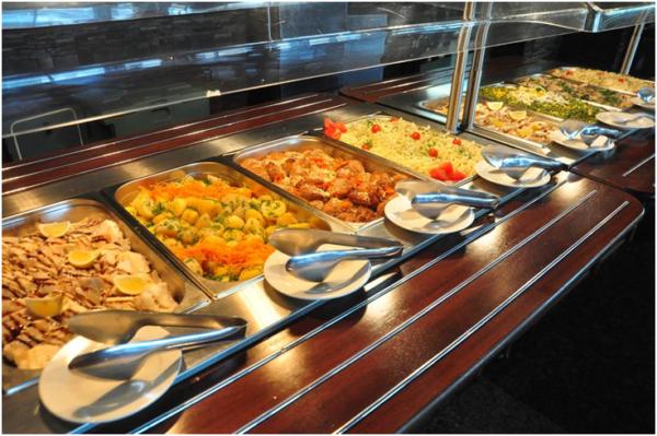 Организацией питания в отелях занимаются русские организации, поэтому еда не будет включать традиционные блюда Абхазии