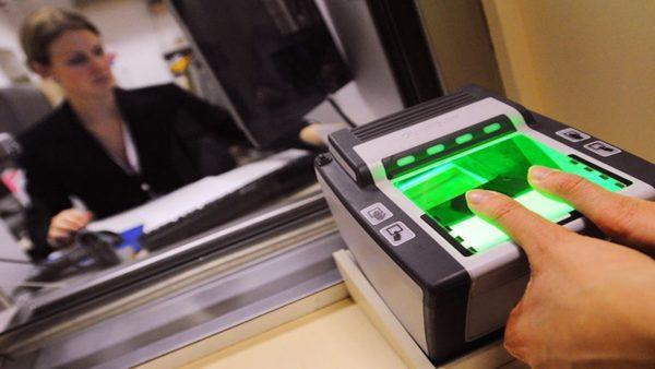 Отпечатки пальцев при оформлении визы в США