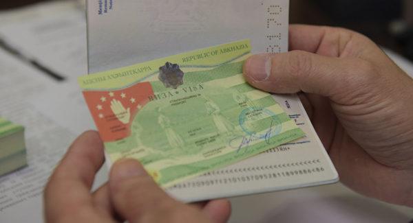 При наличии штампа в паспорте о въезде в Абхазию посещение Грузии закрыто для данного туриста