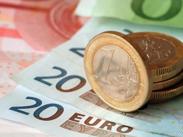 При срочном оформлении шенгенской визы цена возрастает в 2 раза