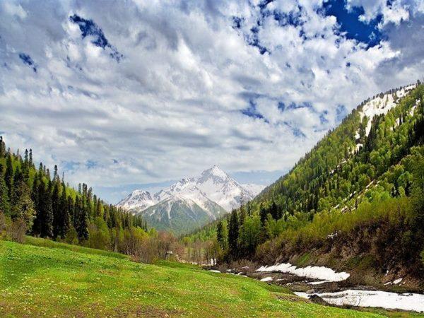 Путешествие по альпийским лугам доставляет удовольствие многим туристам