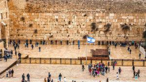 Стена Плача - одна из самых известных религиозных достопримечательностей Израиля