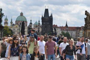 Туристы в центре Праги