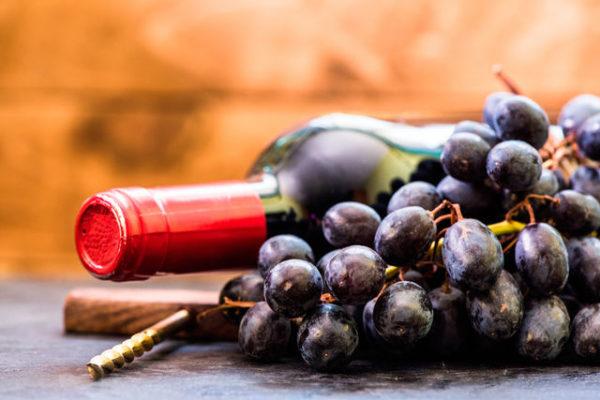 Вино в Абхазии лучше покупать в стеклянных бутылках, заводское
