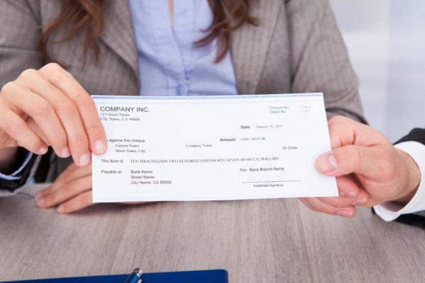 Иностранцы, как правило, получают минимальные зарплаты