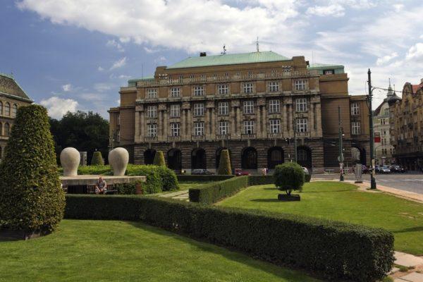 Главное здание Философского факультета на площади Яна Палаха в Праге