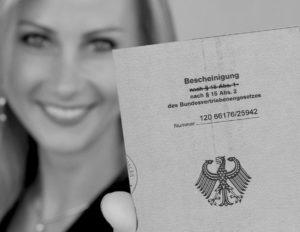 О законе ФРГ «Об изгнанных и беженцах» (Bundesvertriebenengesetz), а также члены их семей, переселившиеся в Германию на постоянное проживание»