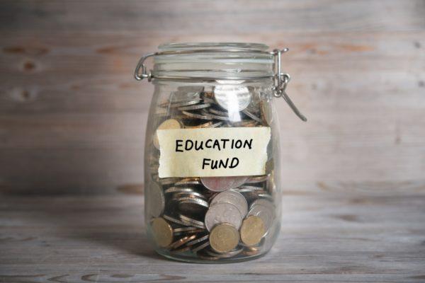 В среднем год обучения в колледже стоит около 50 000 рублей
